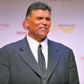 Anthony Muñoz is listed (or ranked) 17 on the list The Best Football Players Ever