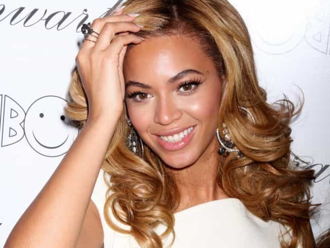 Beyoncé Knowles is listed (or ranked) 3 on the list 25 of the Coolest Celebrities with Blogs
