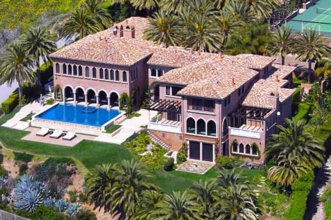 Beyoncé Knowles ... is listed (or ranked) 1 on the list Celebrities Who Have Lived in the Same House