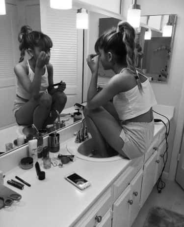 Ariana Grande Gets Up Close And Personal To Apply Her Makeup