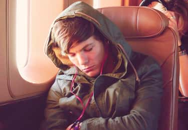Louis Tomlinson Beat Bandmates is listed (or ranked) 2 on the list 24 Pictures of Celebrities Caught Sleeping