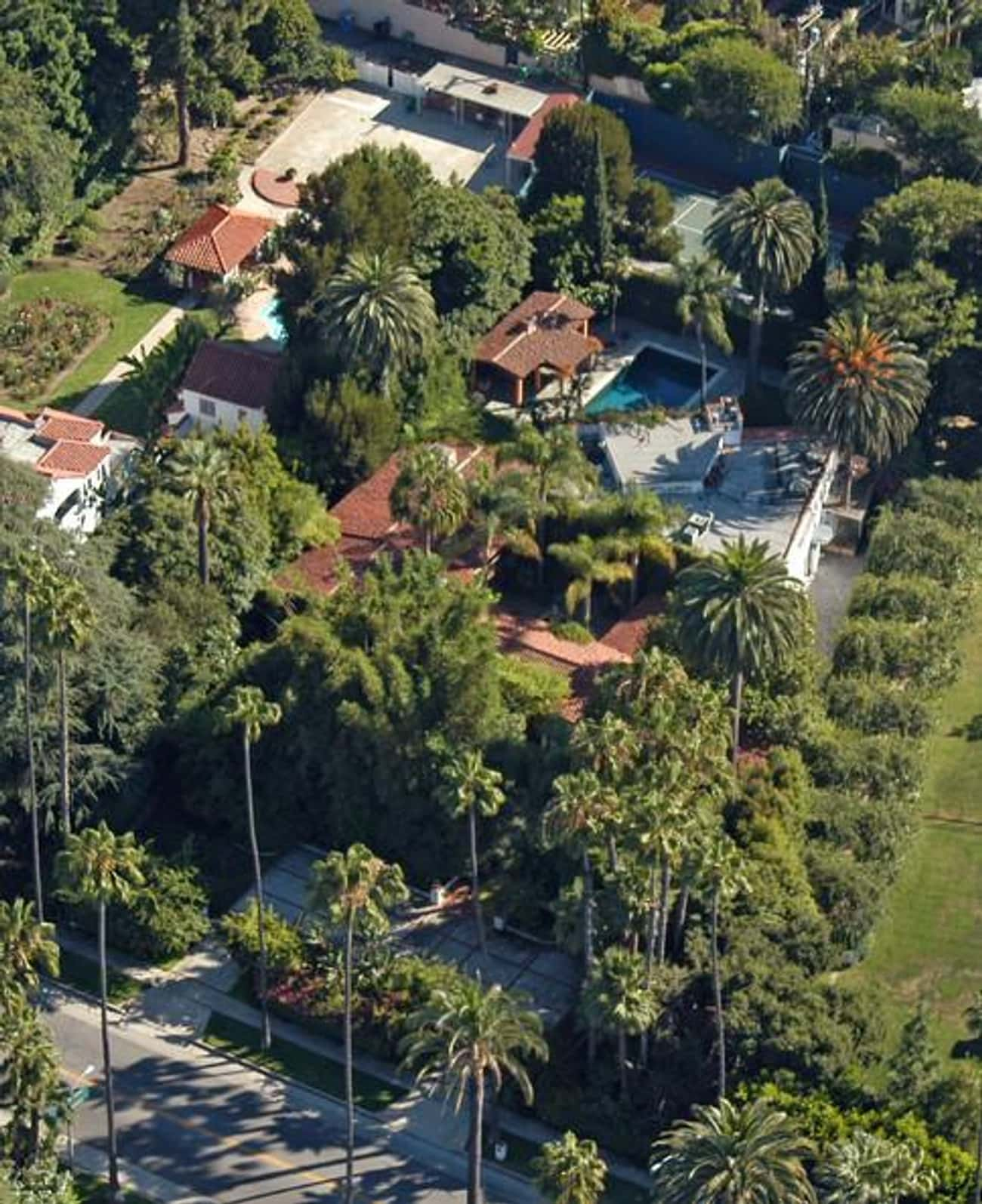 Bruce Willis in Beverly Hills, is listed (or ranked) 3 on the list 41 Drool-Worthy Celebrity Homes