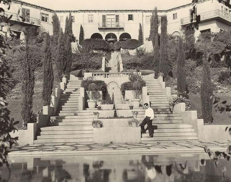 Buster Keaton Built His Wife A Nearly 11,000-Square-Foot Mansion With $14,000 Worth Of Palm Trees