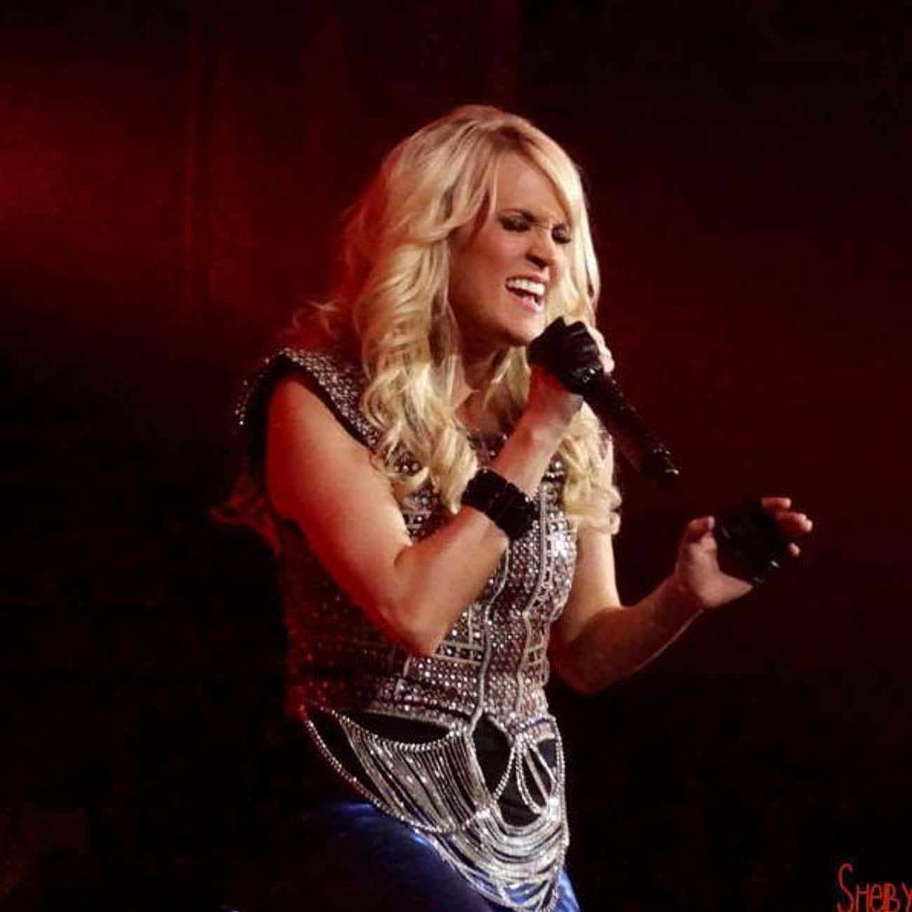 Carrie Underwood is listed (or ranked) 1 on the list Country Singers with College Degrees