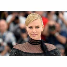 charlize theron photo u343?w=280&h=280&fit=fill&bg=fff&q=50&fmt=jpg - Découvre les 15 célébrités les plus belles au monde