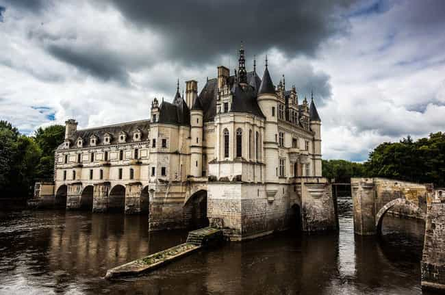 Château de Chenonceau is listed (or ranked) 4 on the list The Most Beautiful Castles in France