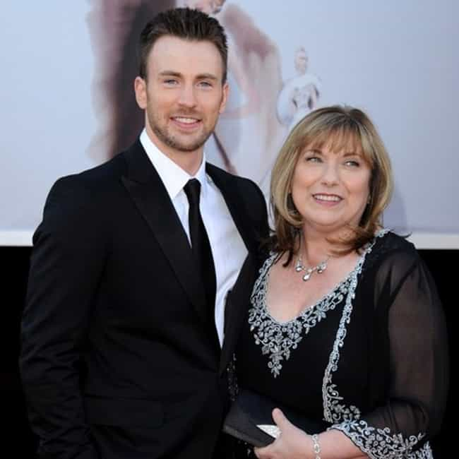 Chris Evans is listed (or ranked) 1 on the list 32 Actors Who Have Taken Family Members to Award Shows