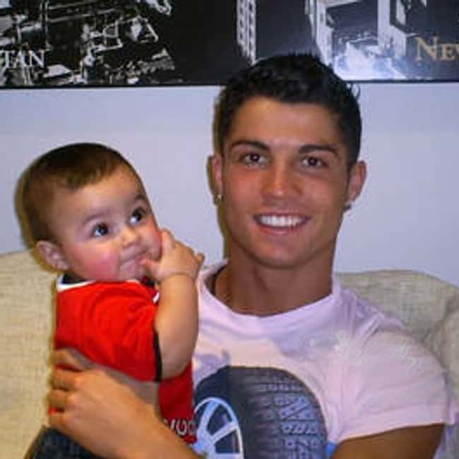 Cristiano Ronaldo is listed (or ranked) 6 on the list 26 Famous Single Dads