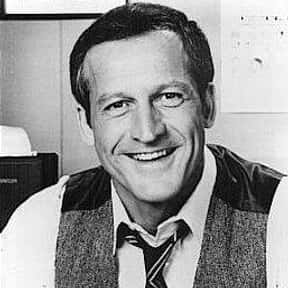 Daniel J. Travanti is listed (or ranked) 7 on the list Hill Street Blues Cast List