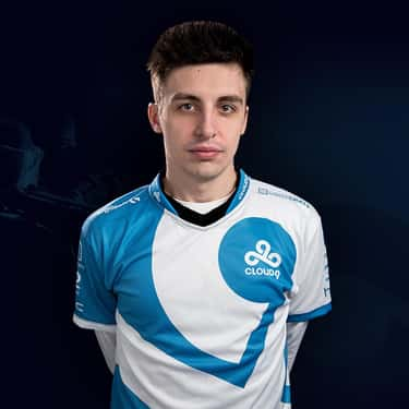 Shroud is listed (or ranked) 2 on the list The Best 'Apex Legends' Streamers