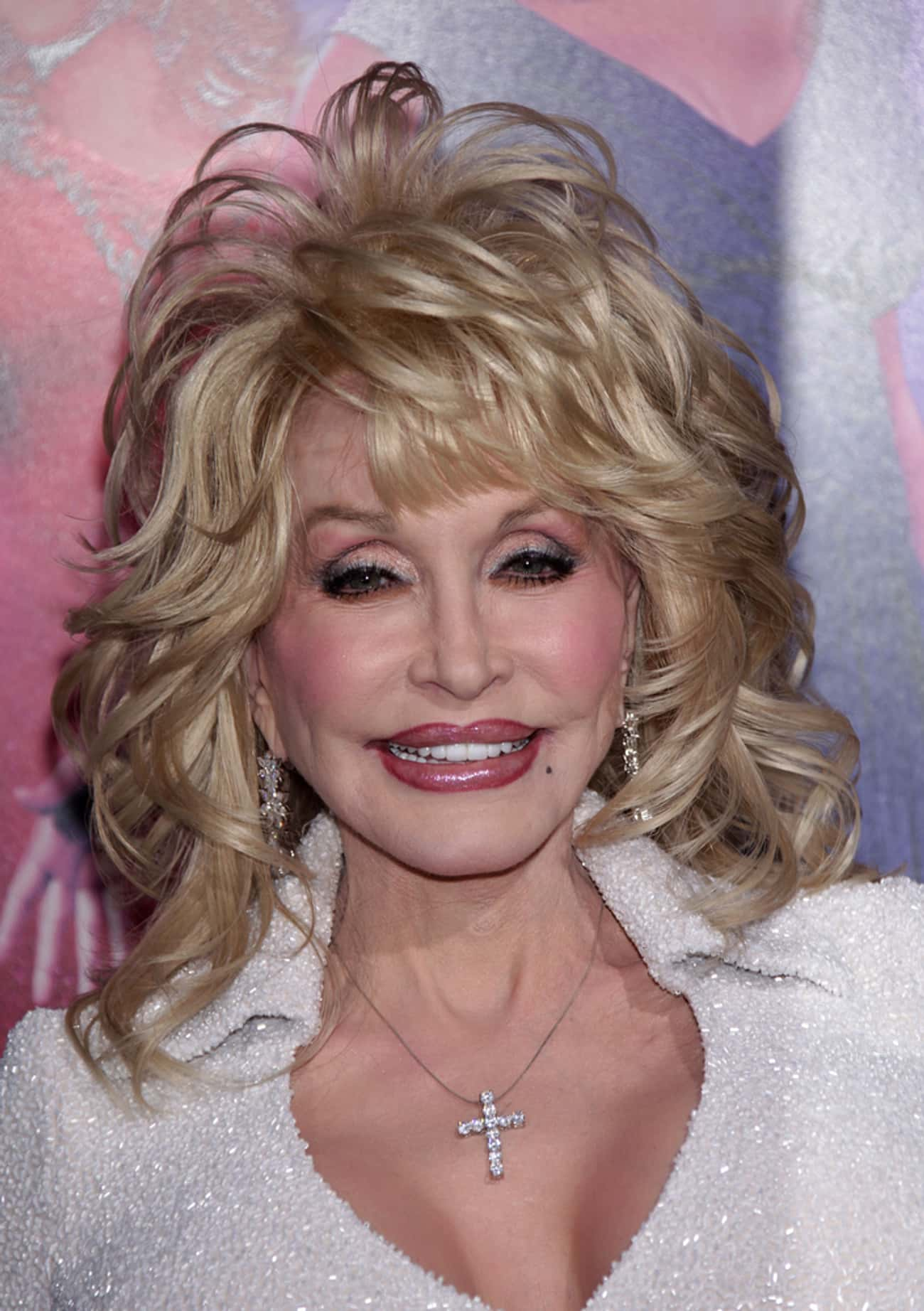 """Dolly Parton is listed (or ranked) 4 on the list Female Celebrities Who Are 5'0"""""""