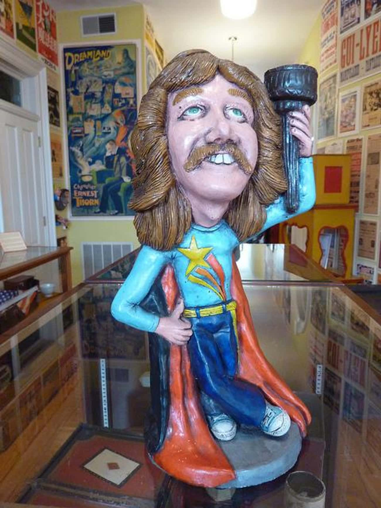 Doug Henning is listed (or ranked) 3 on the list List of Famous Escapologists