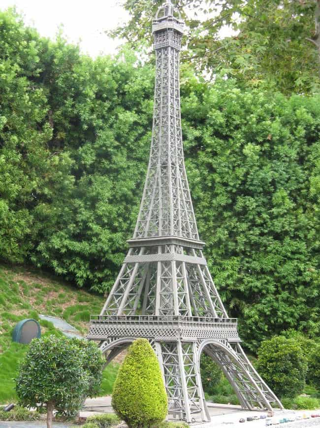 Eiffel Tower is listed (or ranked) 4 on the list 31 Amazing LEGO Versions of Famous Monuments