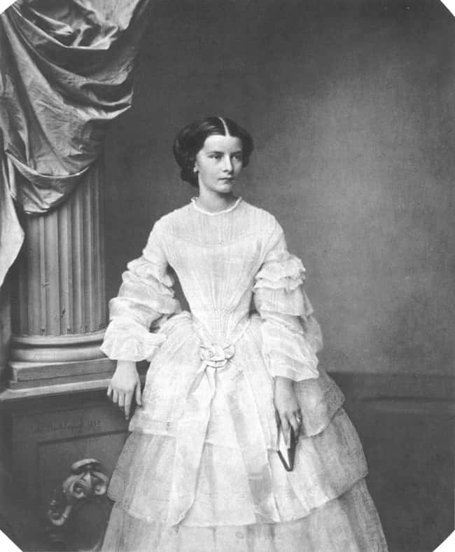 This image has an empty alt attribute; its file name is elisabeth-of-bavaria-photo-u5