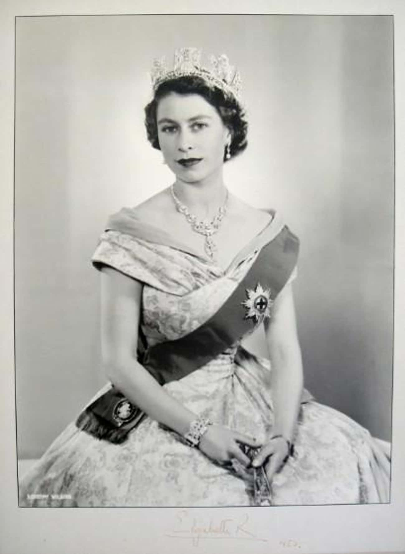 Elizabeth II is listed (or ranked) 4 on the list Famous People Born in 1926