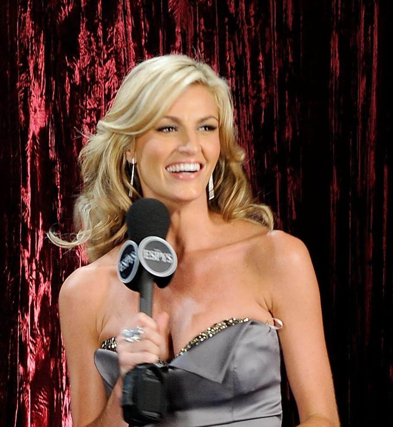 Erin Andrews is listed (or ranked) 2 on the list Famous Female Reporters