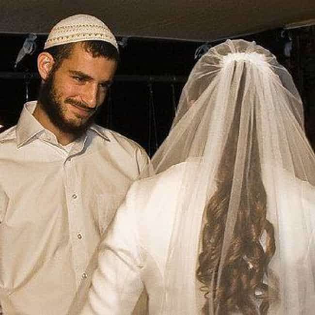 Judaism: Women Not to Contact Husbands During Period