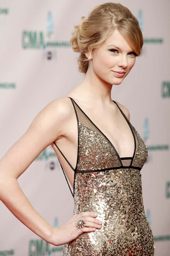 Sideboob Taylor Swift Knows Ex is listed (or ranked) 6 on the list The 26 Hottest Taylor Swift Pictures