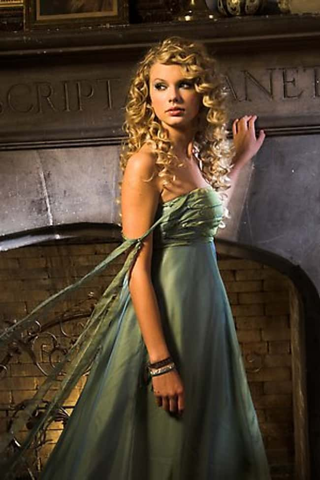 Taylor Swift Gets Her Threads is listed (or ranked) 21 on the list The 26 Hottest Taylor Swift Pictures