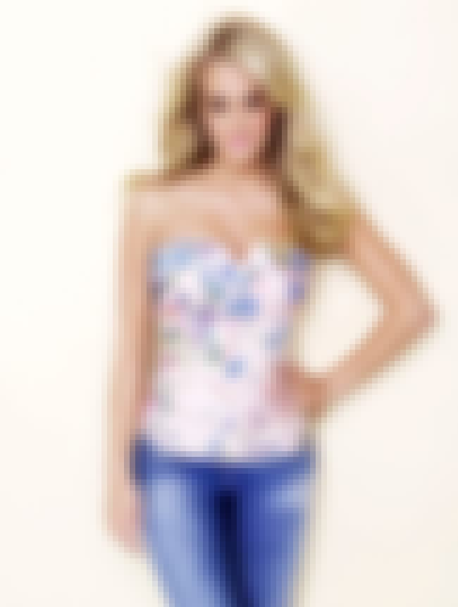 Carrie Underwood in Floral Ban... is listed (or ranked) 4 on the list Hottest Carrie Underwood Photos