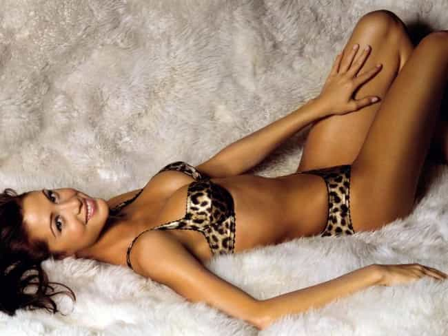 Shannon Elizabeth Sleeps on a ... is listed (or ranked) 6 on the list The Hottest Shannon Elizabeth Photos