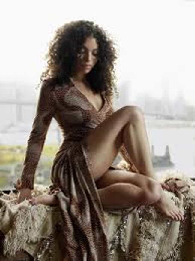 Alicia Keys in Coast Long Slee... is listed (or ranked) 4 on the list The Hottest Alicia Keys Photos