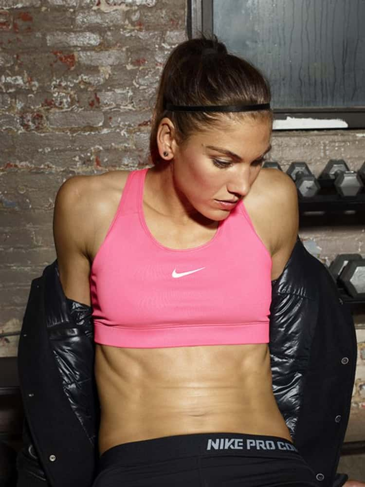 hope-solo-in-pink-nike-sports-bra-photo-