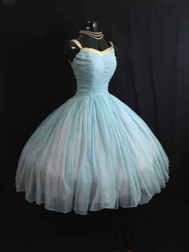 Vintage Prom Dresses: Photo List of Classic Retro Gowns for Prom