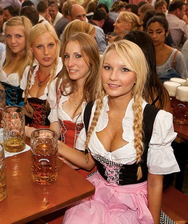 Sexy Dirndl Girls  100 Hot Oktoberfest Girls, Cleavage -4791