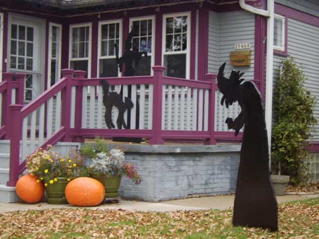 Dead Body Prop on Porch ... is listed (or ranked) 4 on the list Times Dead Bodies Were Actually Used as Halloween Decorations