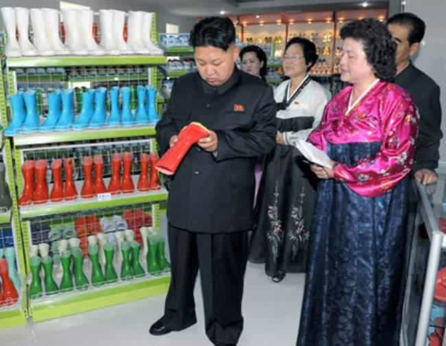 Bilderesultat for kim jong un watches things