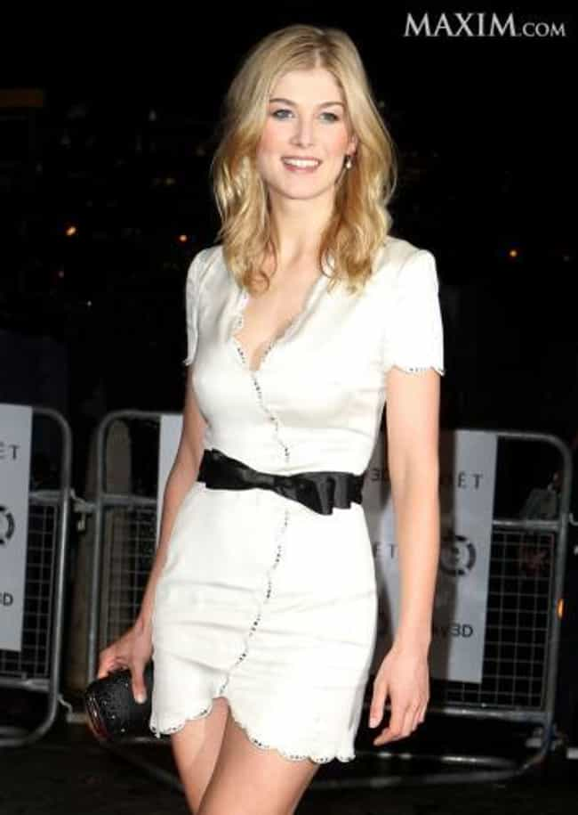 The 35 Hottest Rosamund Pike Photos Ever, Ranked-4827