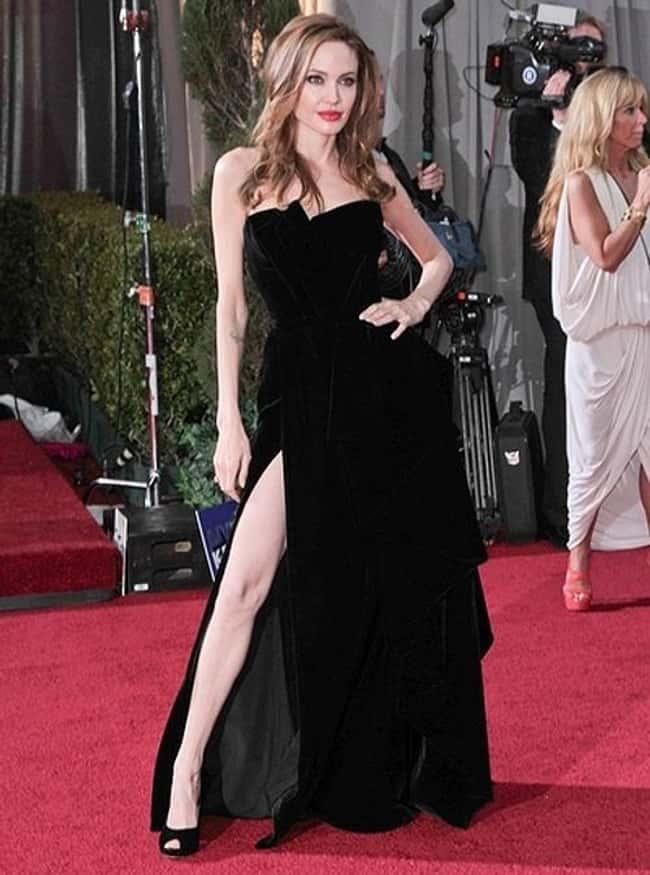 黒ドレスのアンジェリーナジョリー