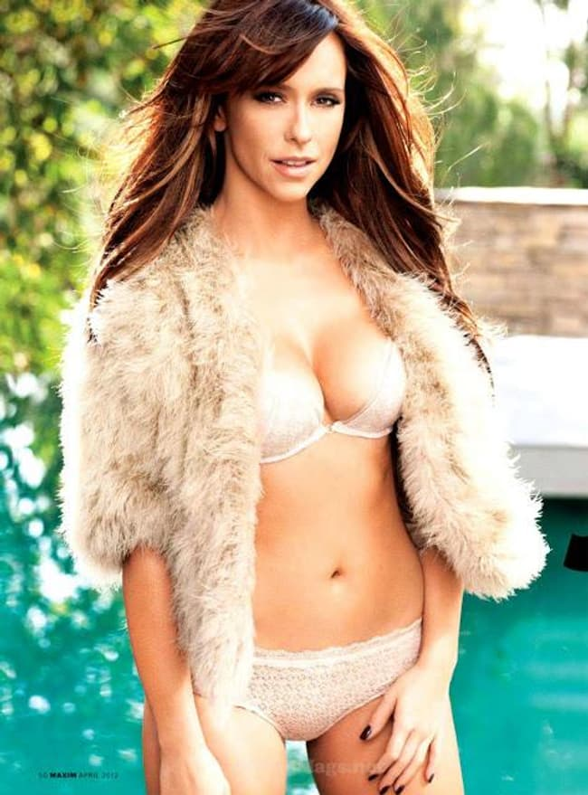 Jennifer Love Hewitt Dares You To Push Her In The Pool