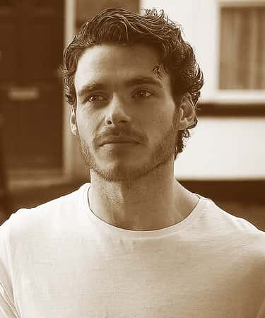 Richard Madden in White Tee