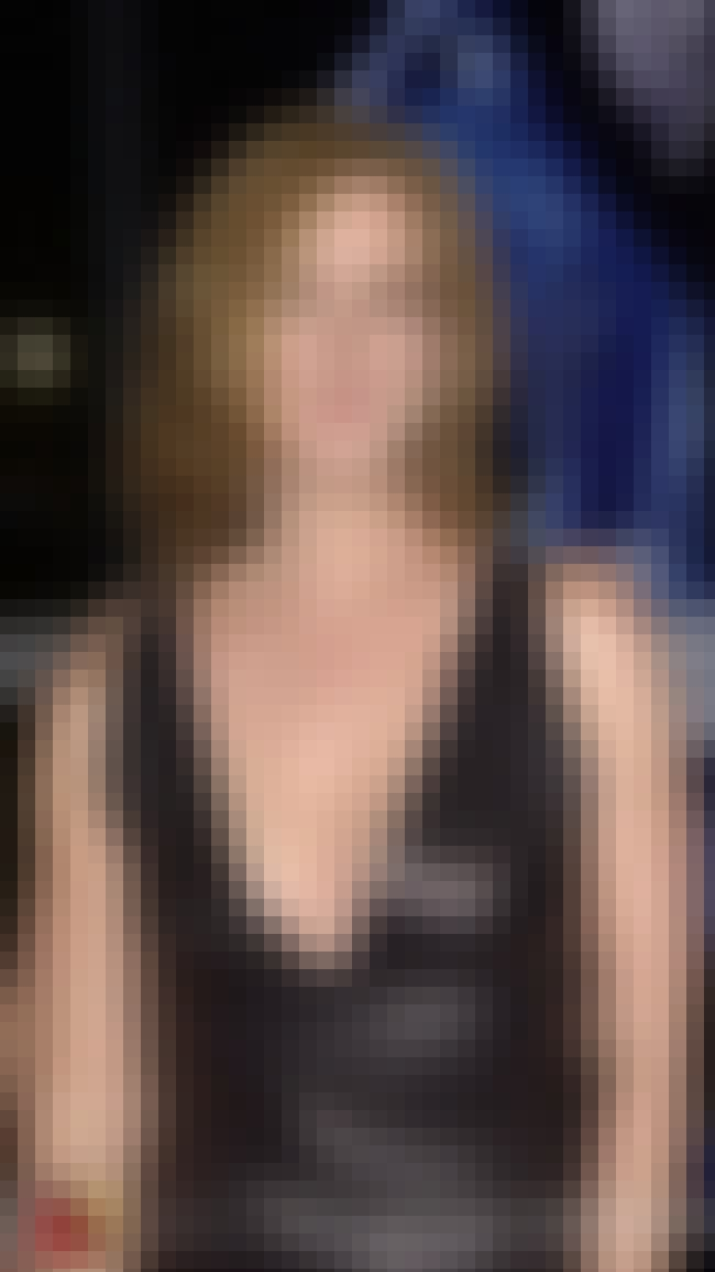 Elizabeth Perkins in V-neck Le... is listed (or ranked) 2 on the list The Most Stunning Elizabeth Perkins Photos