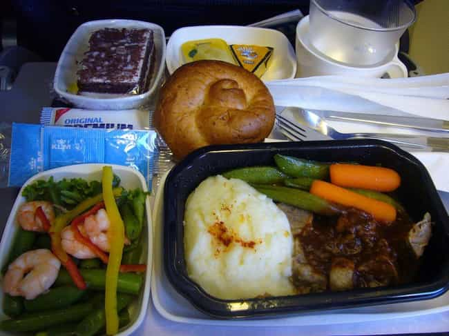 Pilots Get Served Different Meals in Case of Food Poisoning