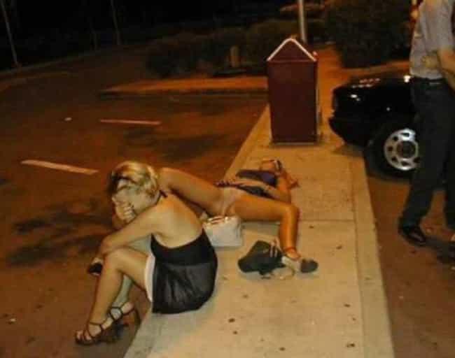 Amor borracho adolescente desnudo