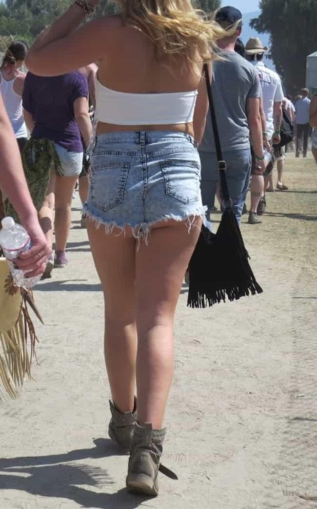 25 Gratuitous Butt Cheeks From Coachella