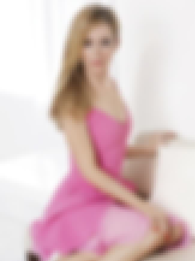Posing in a pink getup is listed (or ranked) 1 on the list The Hottest Leslie Mann Pictures
