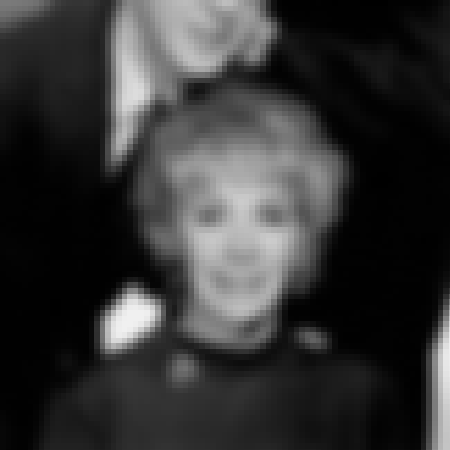 Family portrait style is listed (or ranked) 4 on the list 17 Pictures Of A Young Joan Rivers