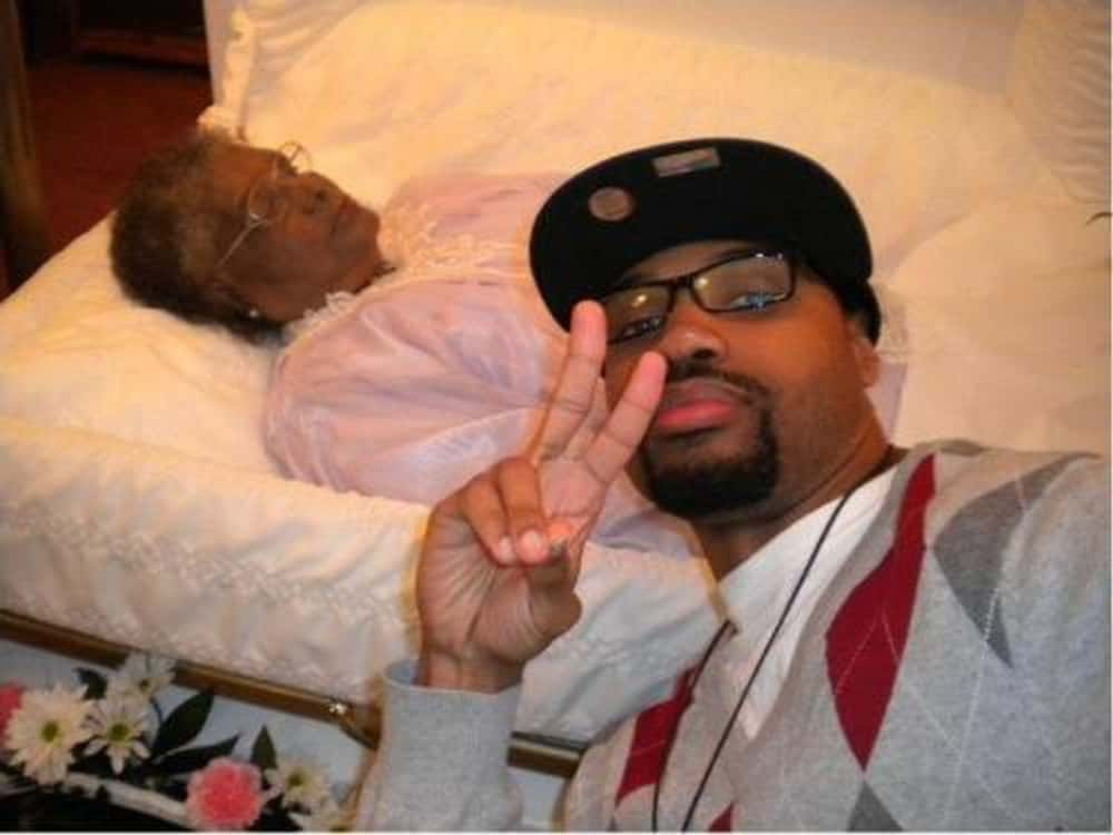 'Dats Ma Gramma Yo' is listed (or ranked) 1 on the list 51 Best / Worst Selfies at Funerals