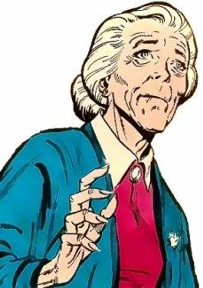 Aunt May is listed (or ranked) 3 on the list The Worst Deaths and Resurrections in Comics