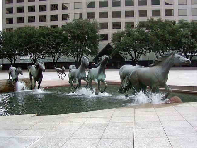 Mustangs is listed (or ranked) 2 on the list The Most Amazing Statues in the World