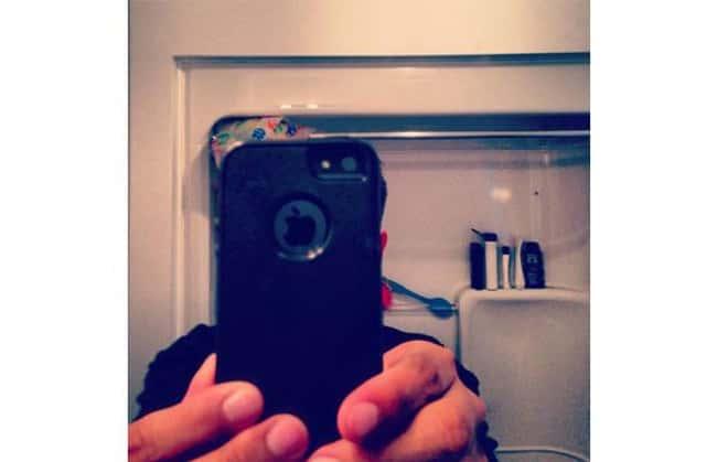 selfie of just a phone like this is my phone photo u1?w=650&q=60&fm=jpg - Les 20 selfies les plus ratés de tous les temps