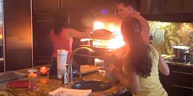Flaming Oven is listed (or ranked) 4 on the list 36 Huge Thanksgiving FAILs