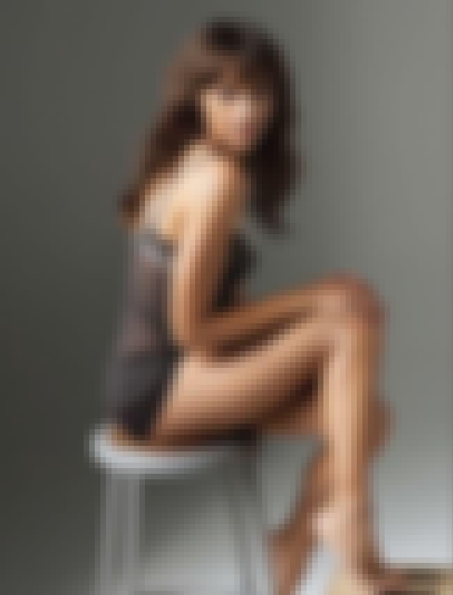 Rashida Jones Sitting on a Sto... is listed (or ranked) 1 on the list The Best Rashida Jones Feet Pics