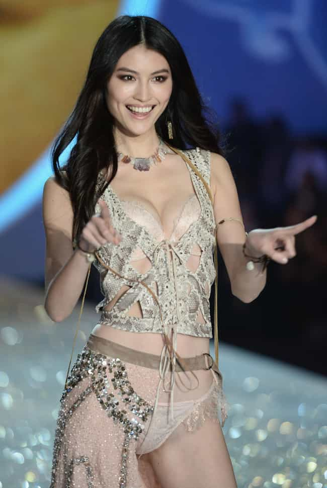Sui He in a High Fashion Outfi... is listed (or ranked) 3 on the list Hottest Sui He Photos