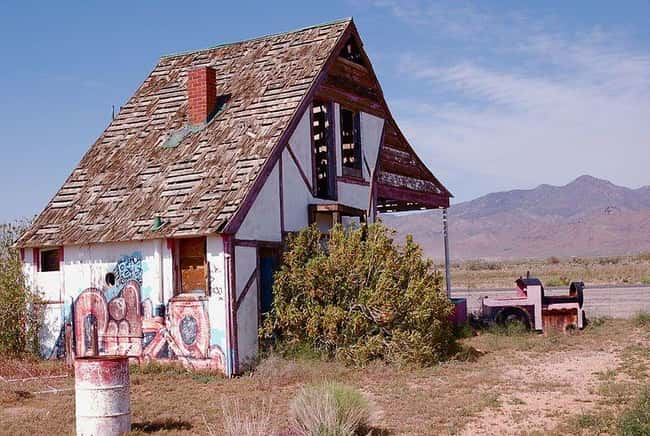 Christmas Tree Inn: Santa Clau is listed (or ranked) 9 on the list The Creepiest Abandoned Roadside Attractions Ever