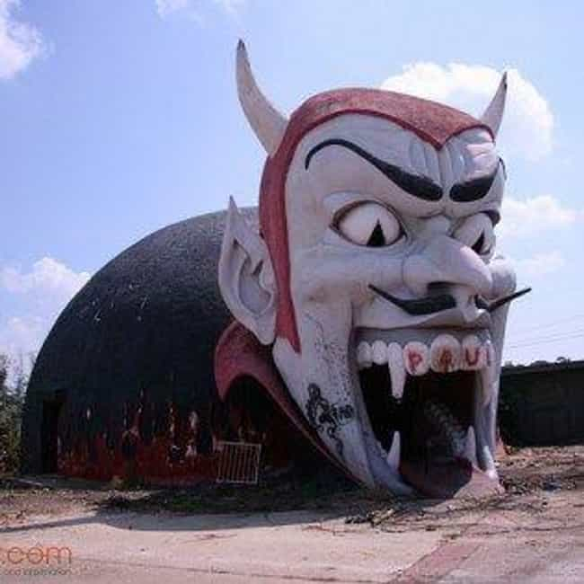 Weird Roadside Attractions In The